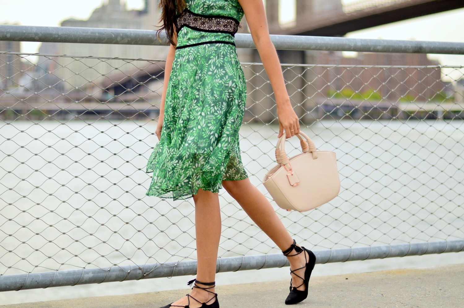 laceup-flats-summer-sundress-brooklyn-bridge-nyc-blogger-outfit 4