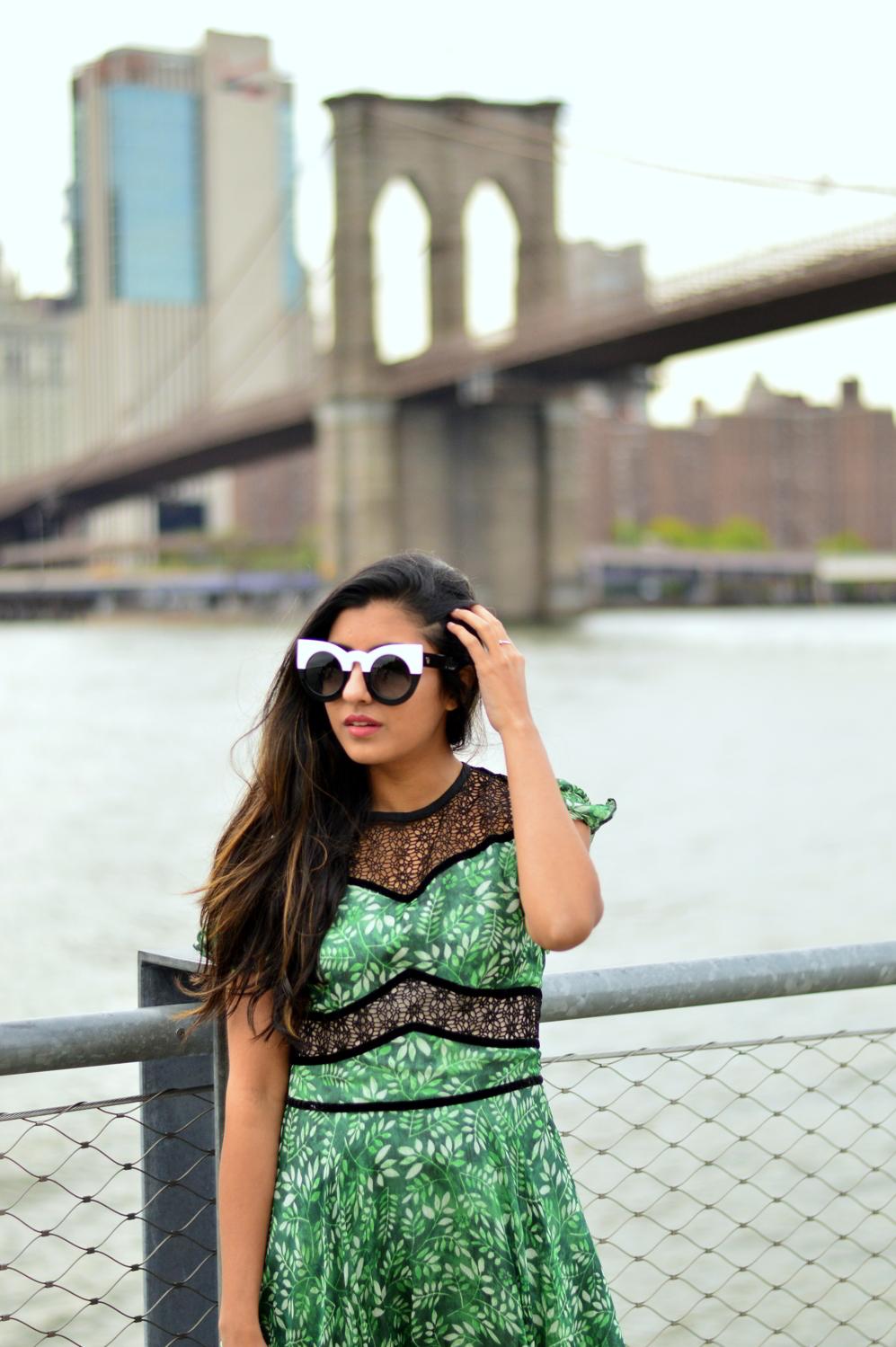 green-leaf-print-summer-sundress-brooklyn-bridge-nyc-blogger-outfit 6