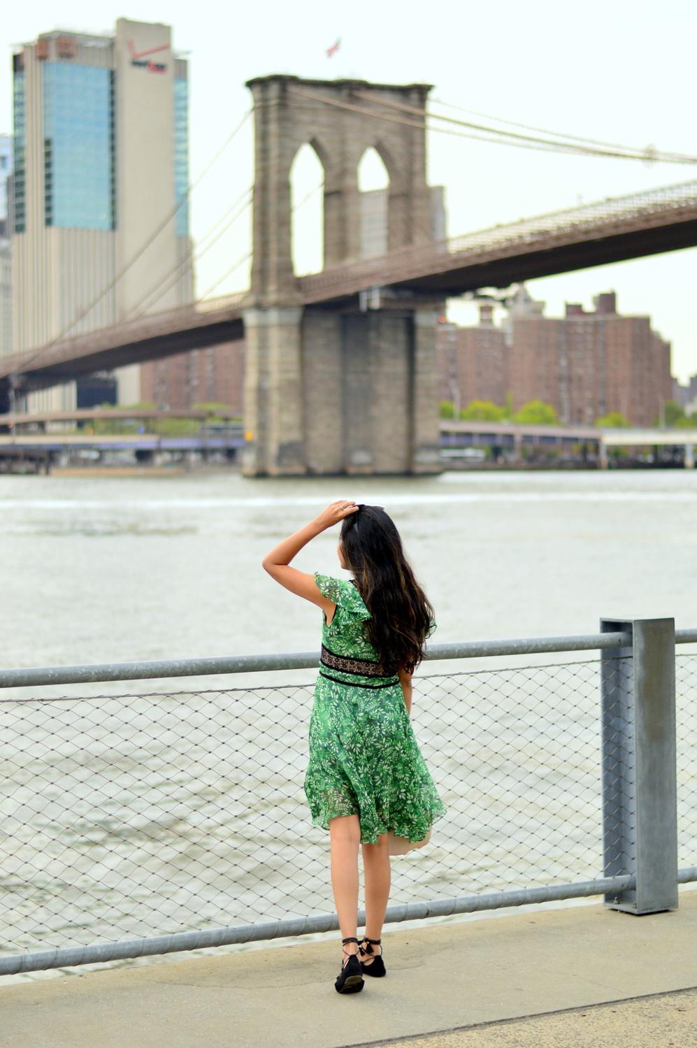 green-leaf-print-summer-sundress-brooklyn-bridge-nyc-blogger-outfit-style 7