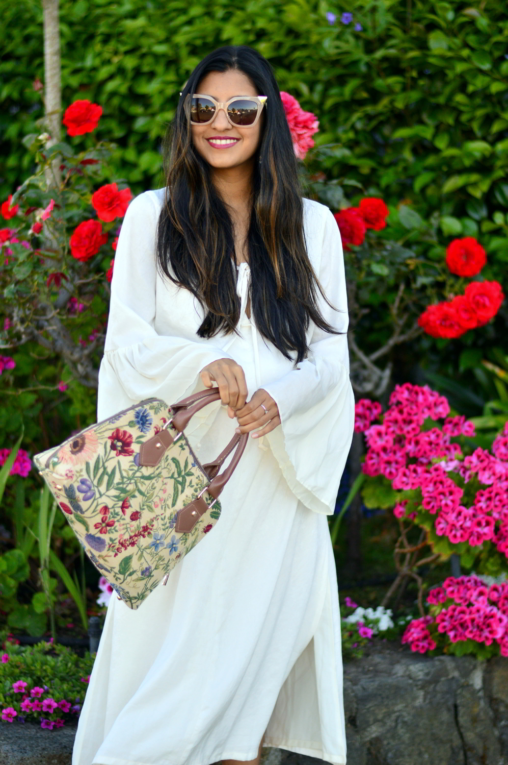 bell-sleeves-white-summer-style-blogger-outfit-dress-floral-bag 2