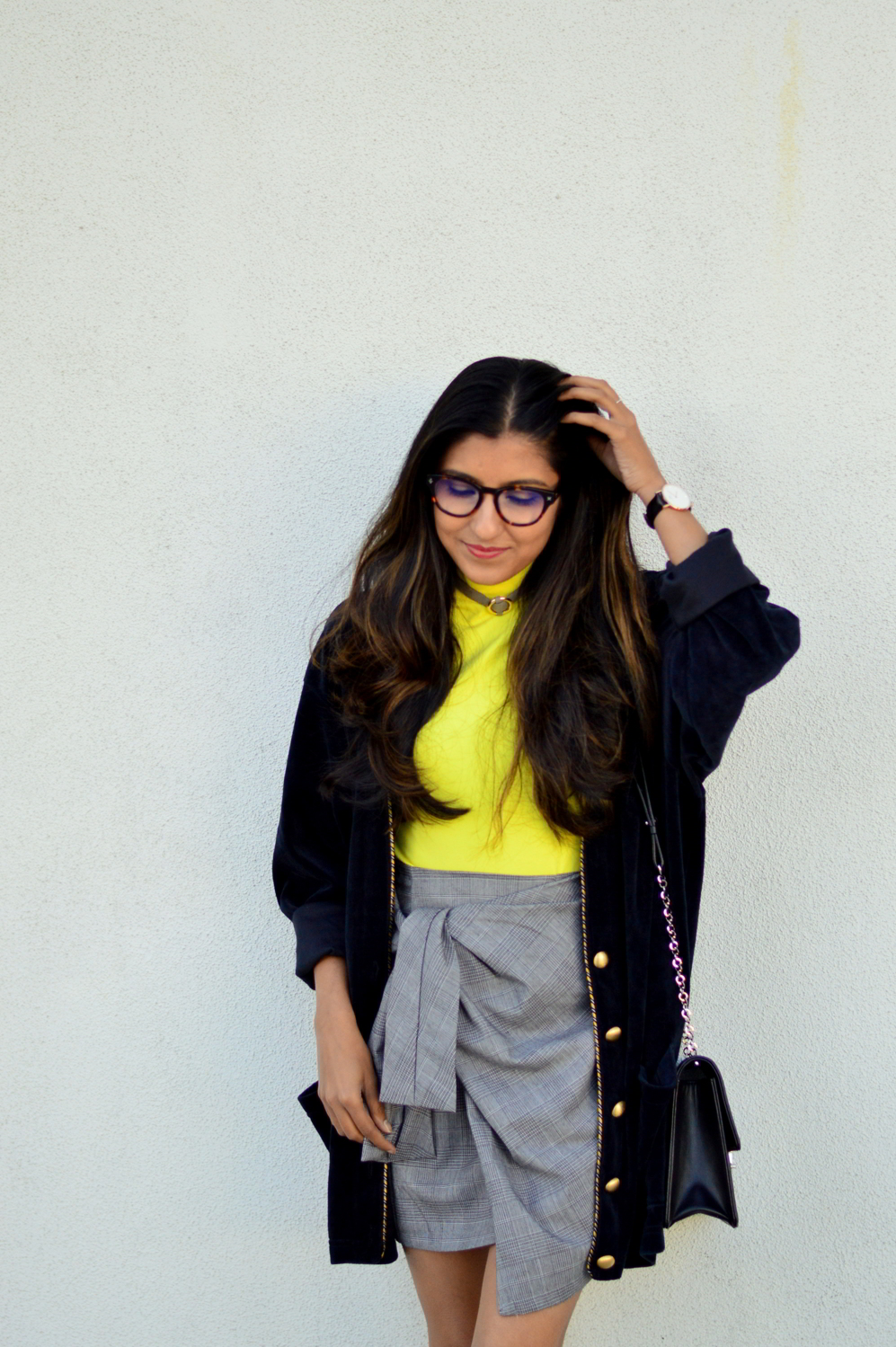 plaid-bow-knot-skirt-clear-glasses-work-style-casual-outfit-blogger-yellow 2