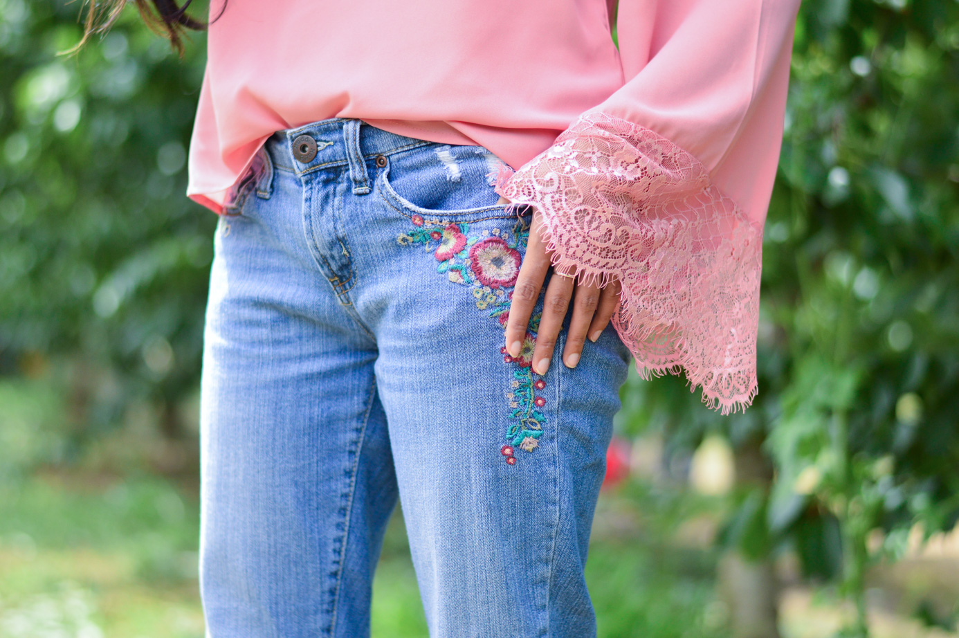 bell-sleeves-pink-blouse-embroidered-denim-summer-trends-lace-blogger 5