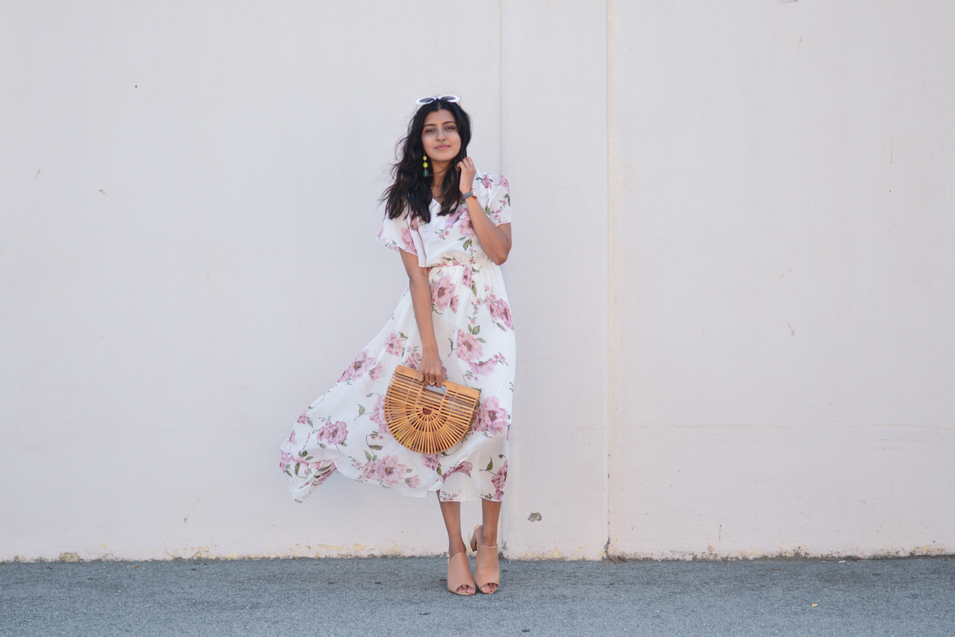floral-maxi-dress-neutral-mules-summer-style-blogger-retro-sunnies 4