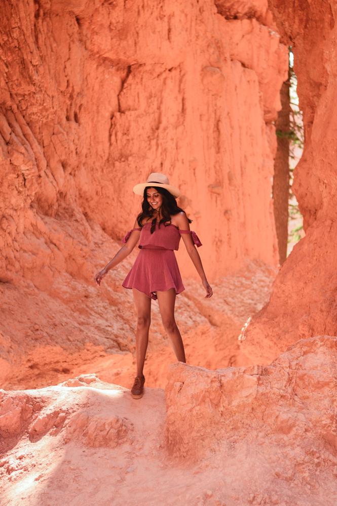 pink-crop-top-shorts-set-bryce-canyon-utah-travel-blogger-outfit 11