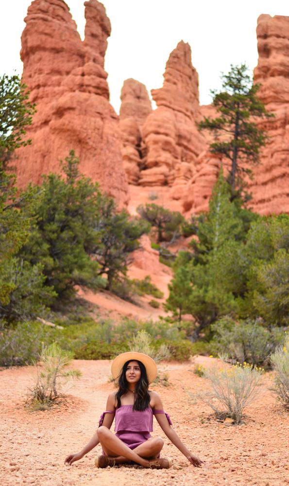pink-crop-top-shorts-set-bryce-canyon-utah-travel-blogger-outfit-adventure 15
