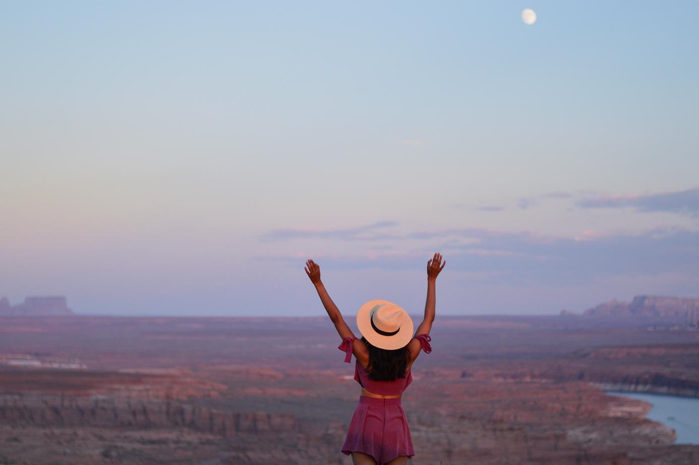 pink-crop-top-shorts-set-bryce-canyon-utah-wahweap-campground-travel-blogger-sunset 24