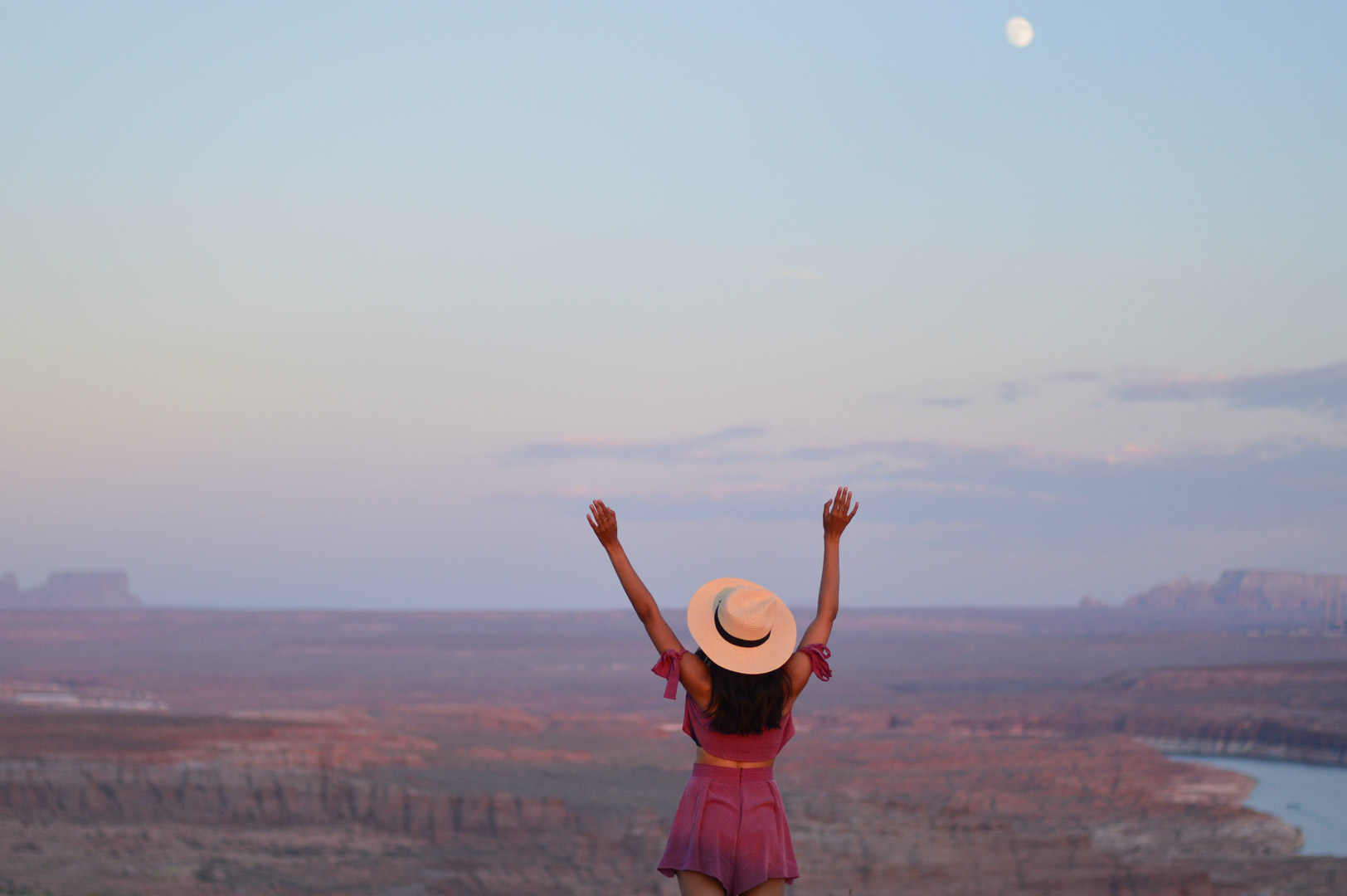 travel-blogger-arizona-long-weekend-itinerary-outfits-sunset-wahweap-reservation 17