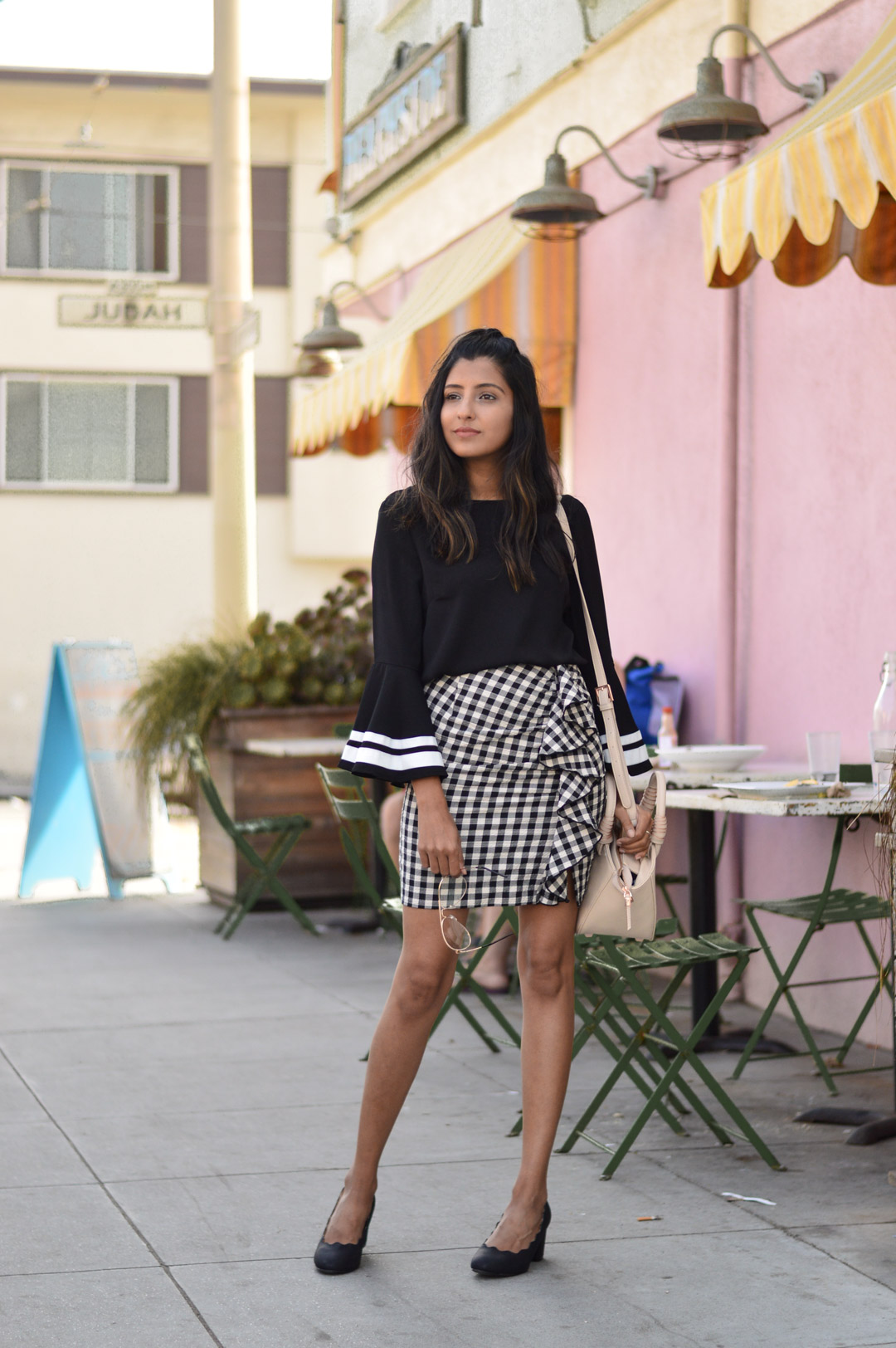 bell-sleeves-gingham-ruffles-transition-style-blogger-outfit 1