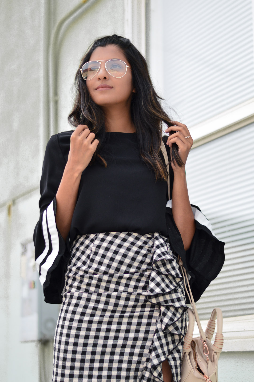 bell-sleeves-gingham-ruffles-clear-glasses-style-blogger-outfit 3