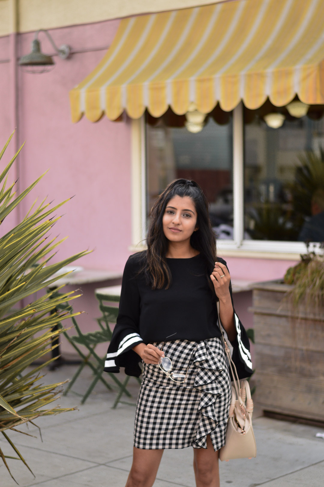 bell-sleeves-gingham-ruffles-transition-style-blogger-outfit 5