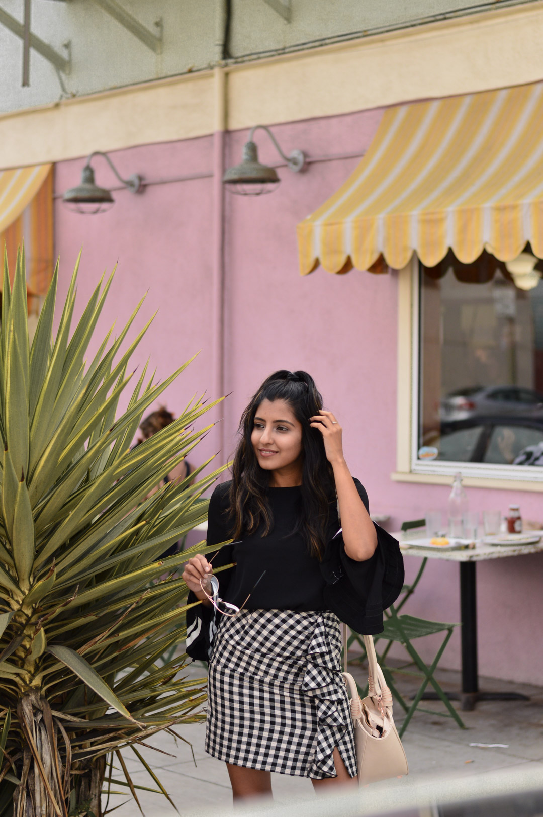 bell-sleeves-gingham-ruffles-transition-style-blogger-outfit 7