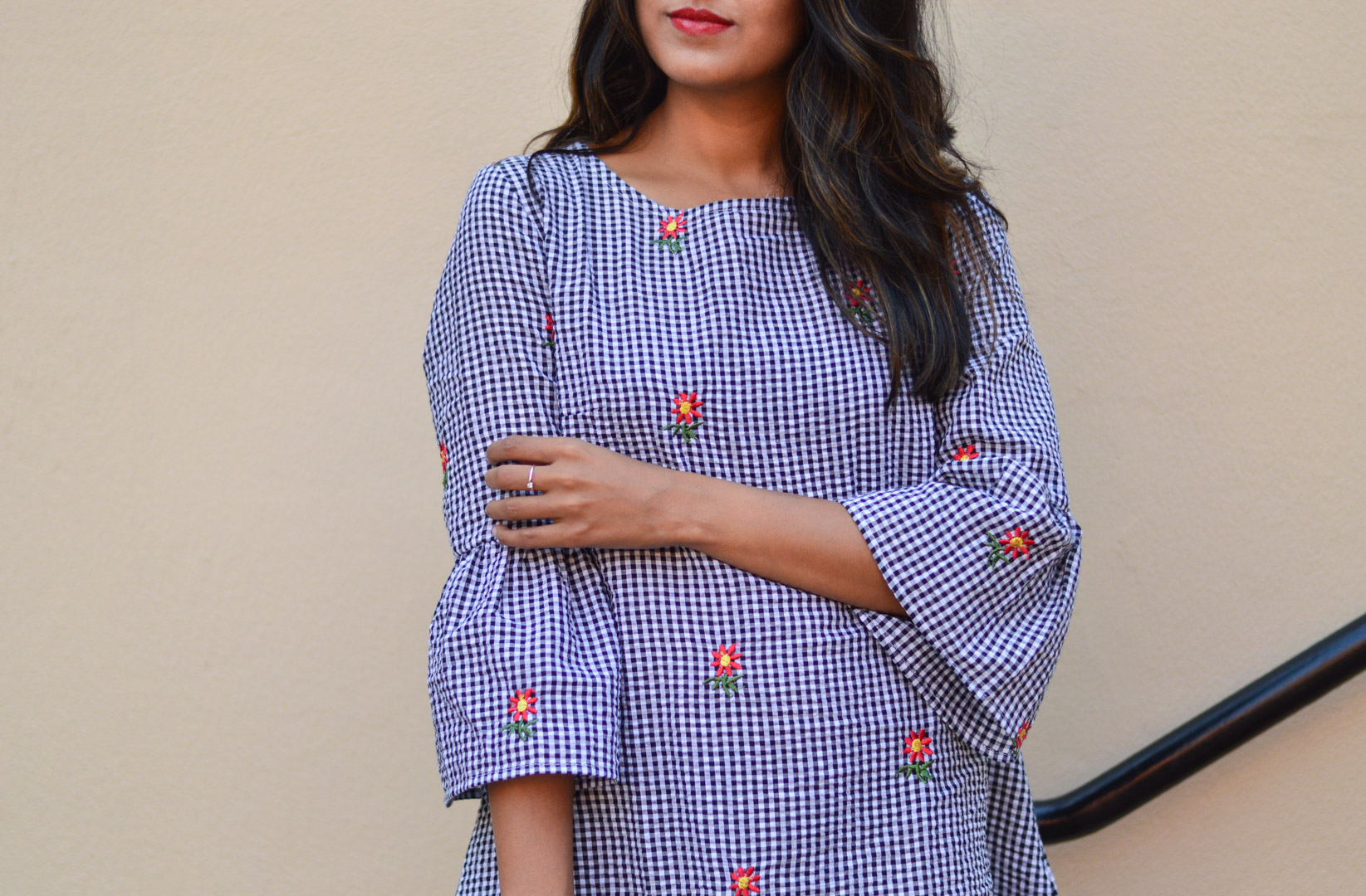 gingham-embroidered-dress-summer-trends-fluted-sleeves-outfit 6