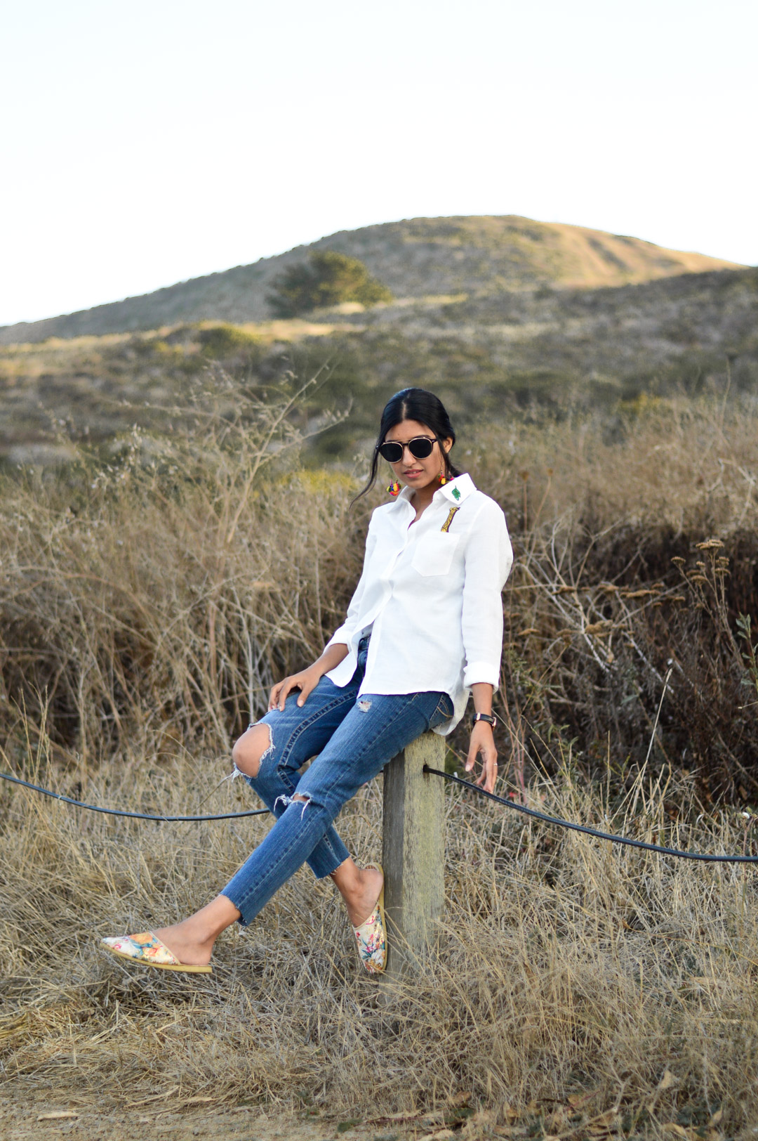 indian-summer-embroidered-white-shirt-statement-accessories-blogger-outfit 1