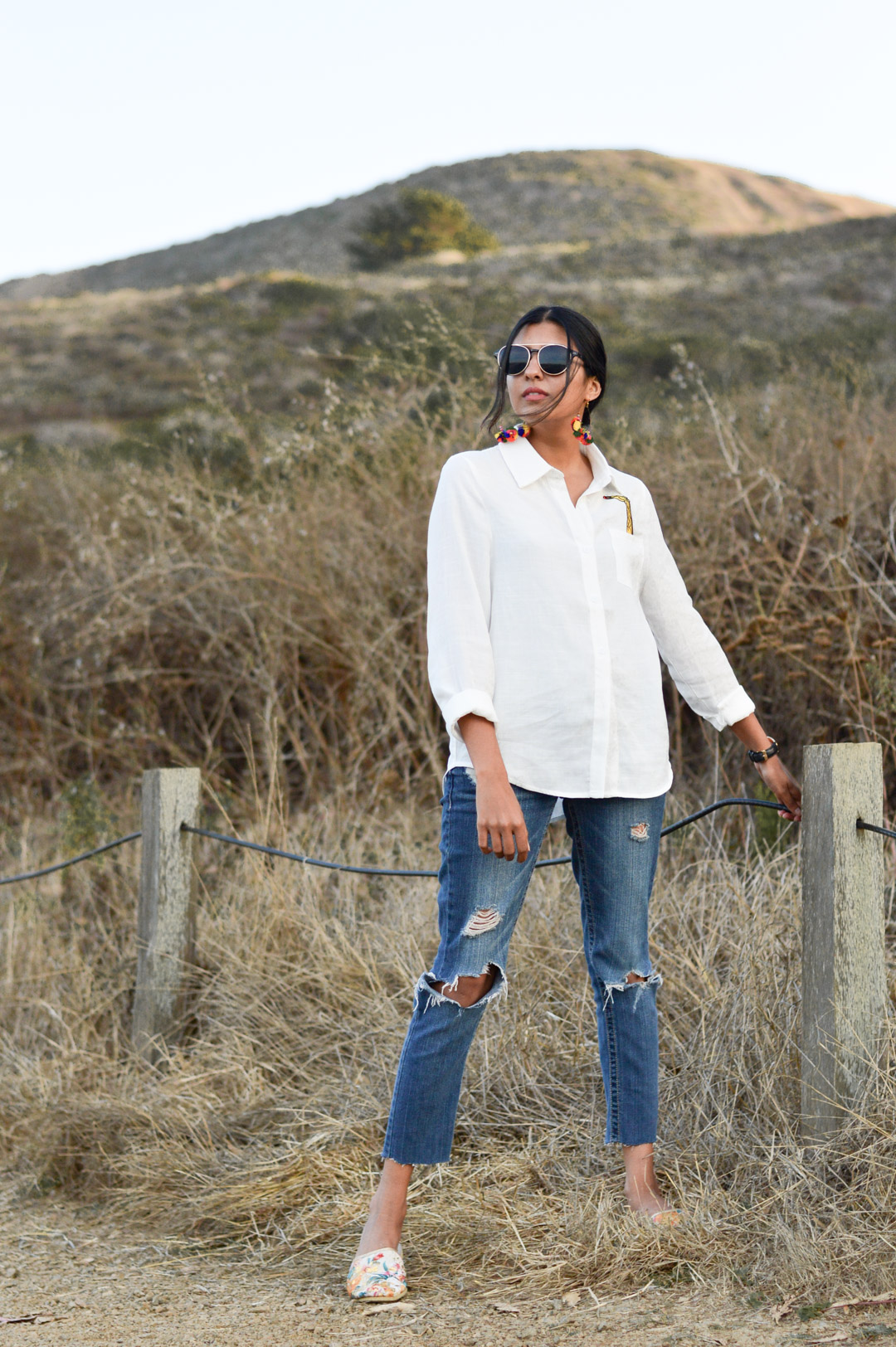 indian-summer-embroidered-white-shirt-statement-accessories-blogger-outfit 3