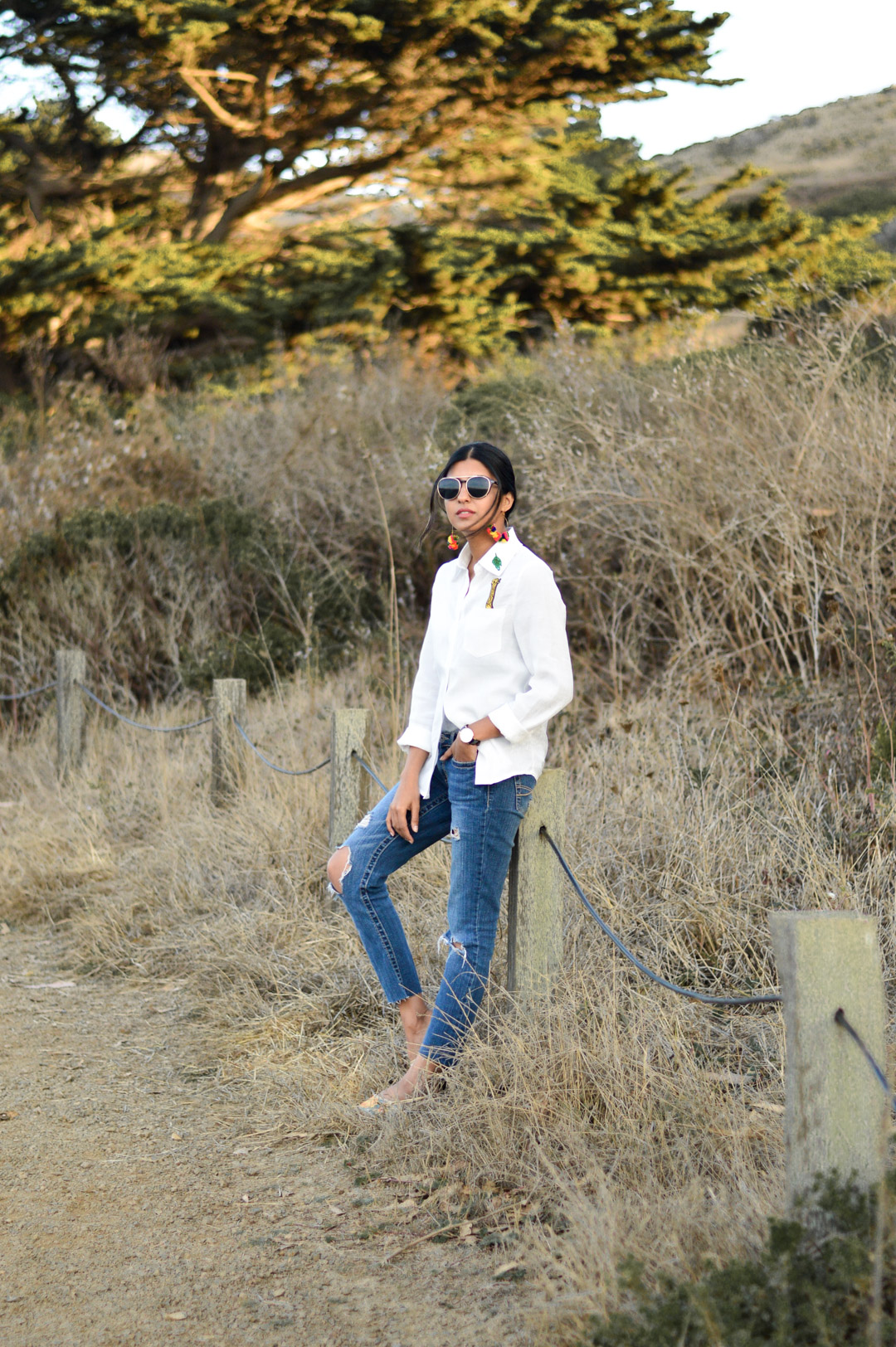 indian-summer-embroidered-white-shirt-statement-accessories-blogger-outfit 4