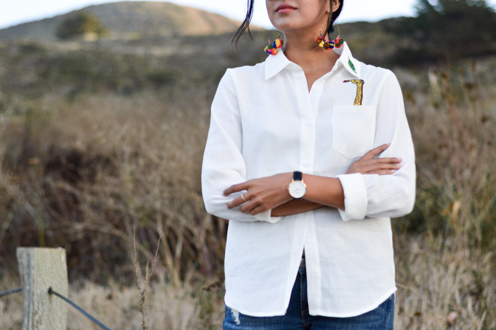 indian-summer-embroidered-white-shirt-statement-accessories-blogger-outfit 5