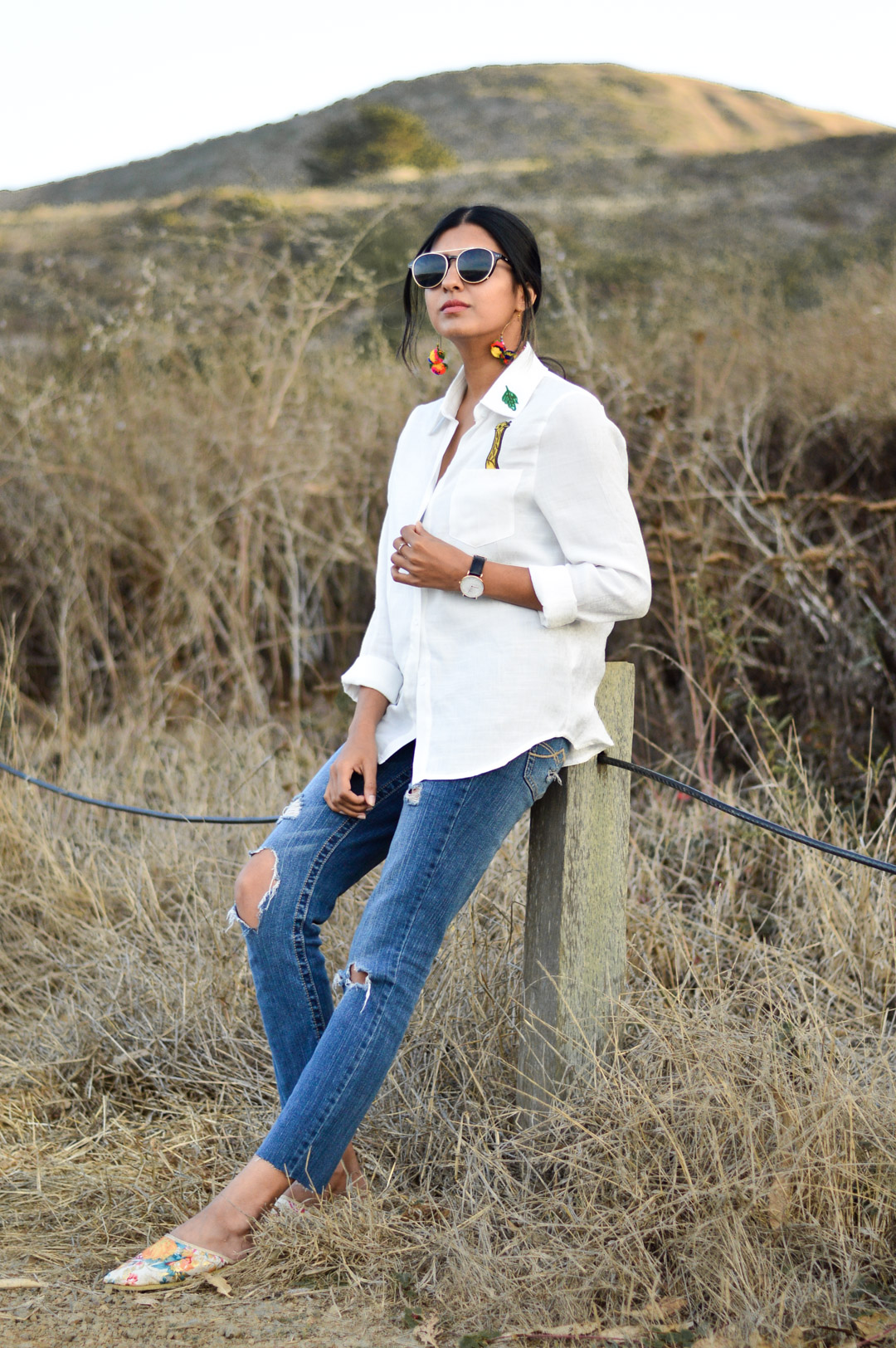 indian-summer-embroidered-white-shirt-statement-accessories-blogger-outfit 6