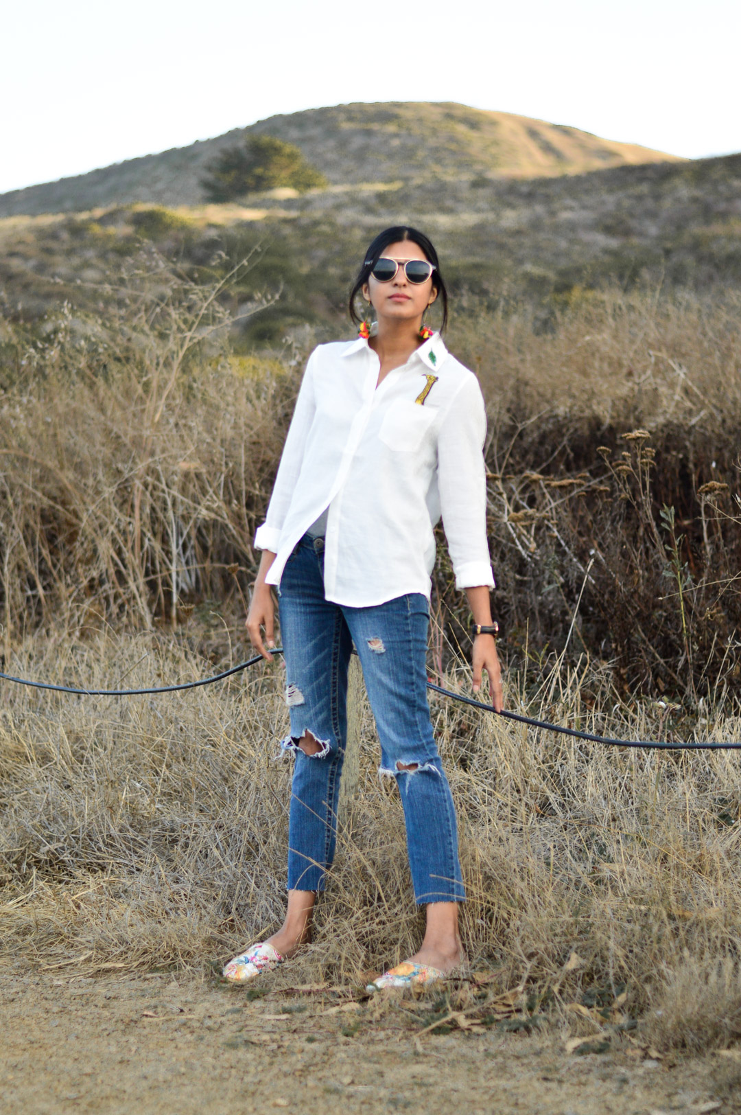 indian-summer-embroidered-white-shirt-statement-accessories-blogger-outfit 7
