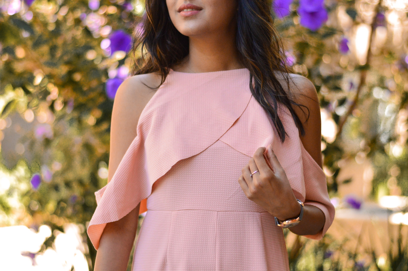peach-pink-jumpsuit-ruffle-cold-shoulder-style-blogger 4