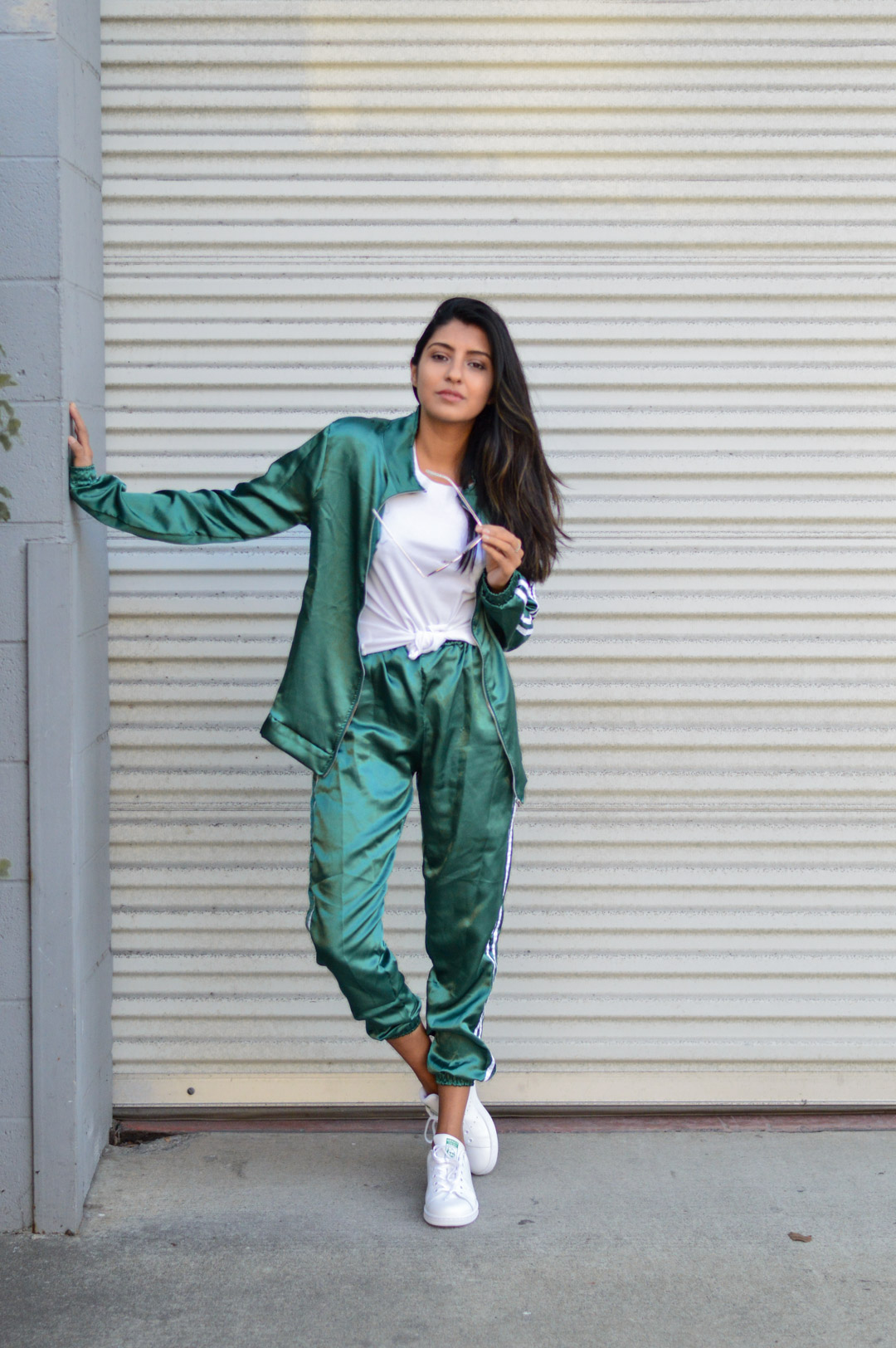 tracksuit-satin-green-sporty-chic-fall-fashion-outfit 4