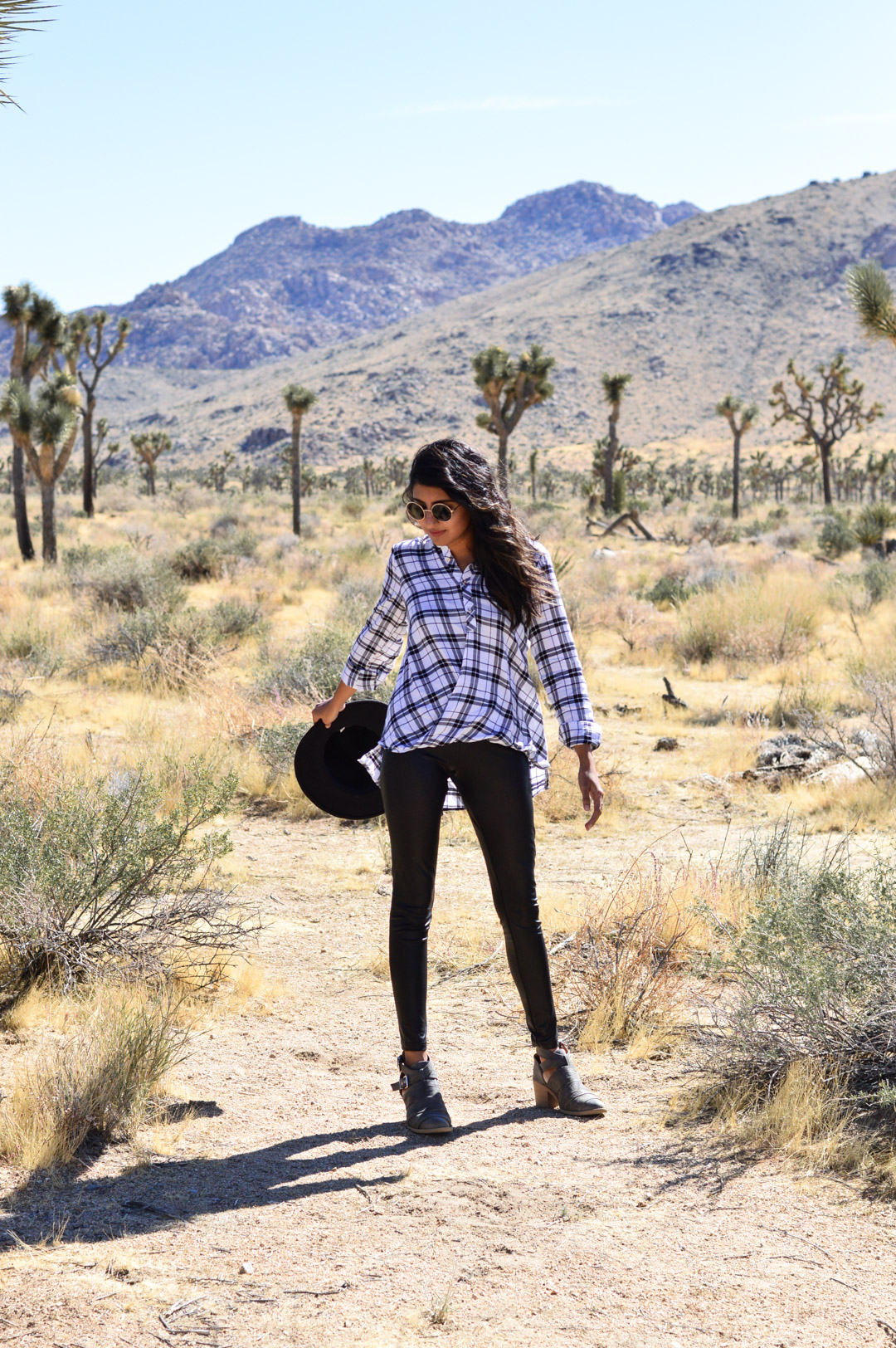 joshua-tree-national-park-plaid-shirt-blogger-outfit 3