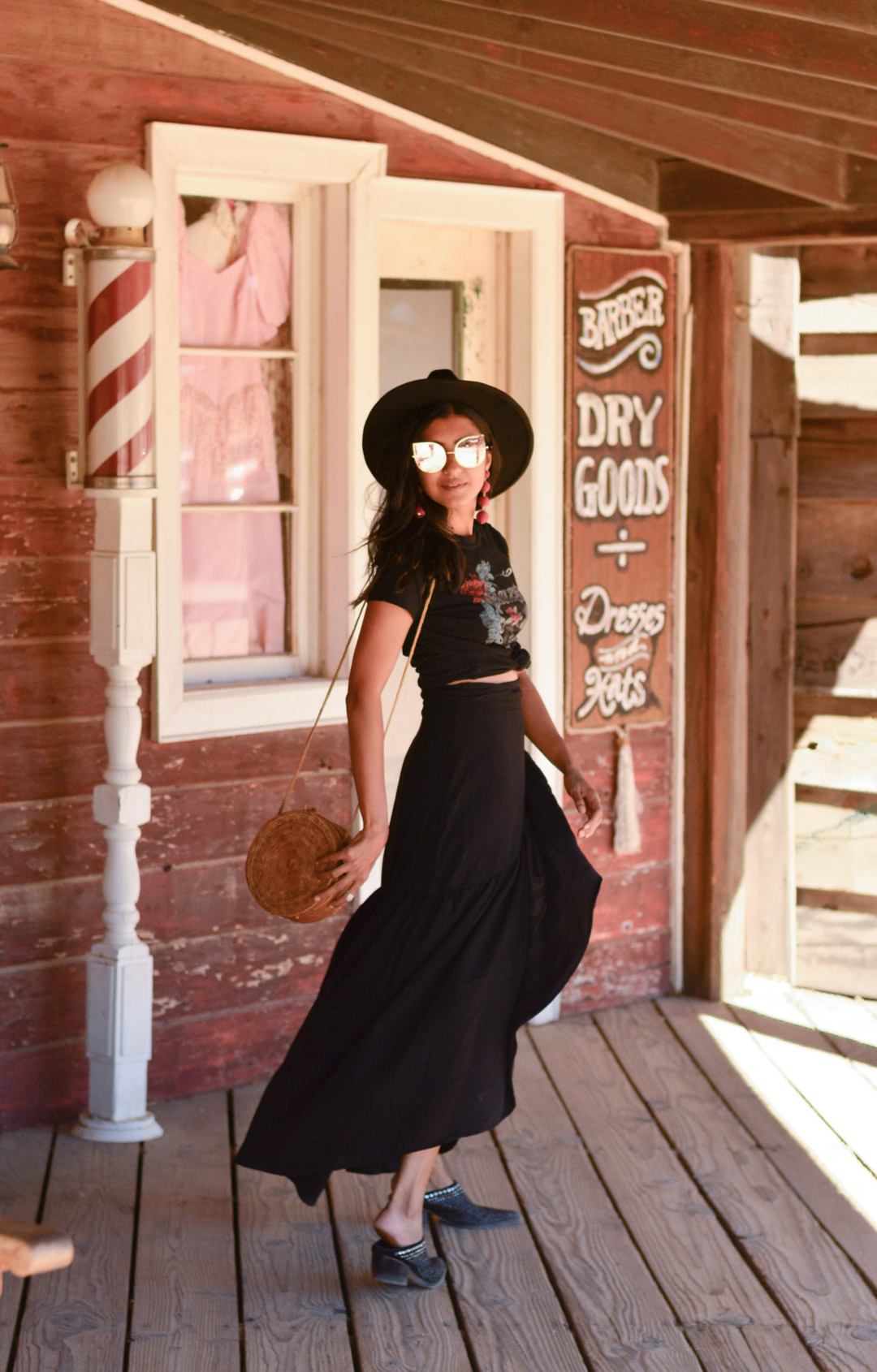 pioneertown-california-travel-blogger-outfit 25