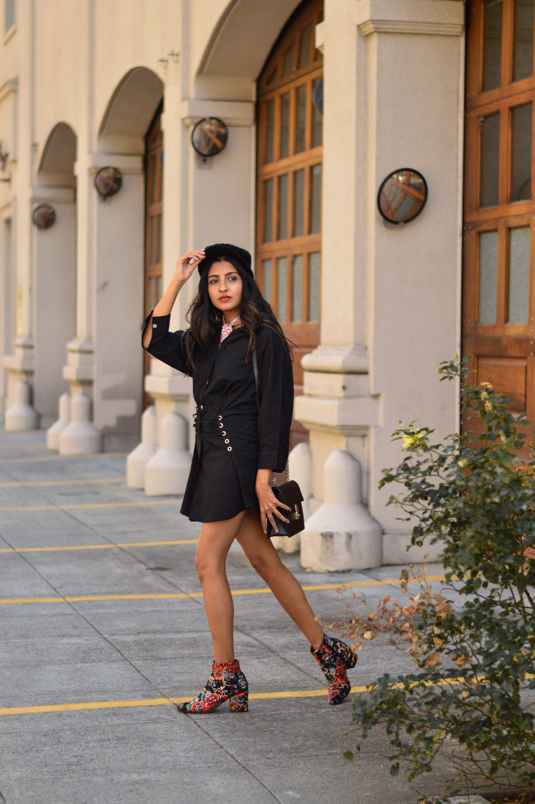 corset-detail-shirtdress-silk-scarf-blogger-outfit 7