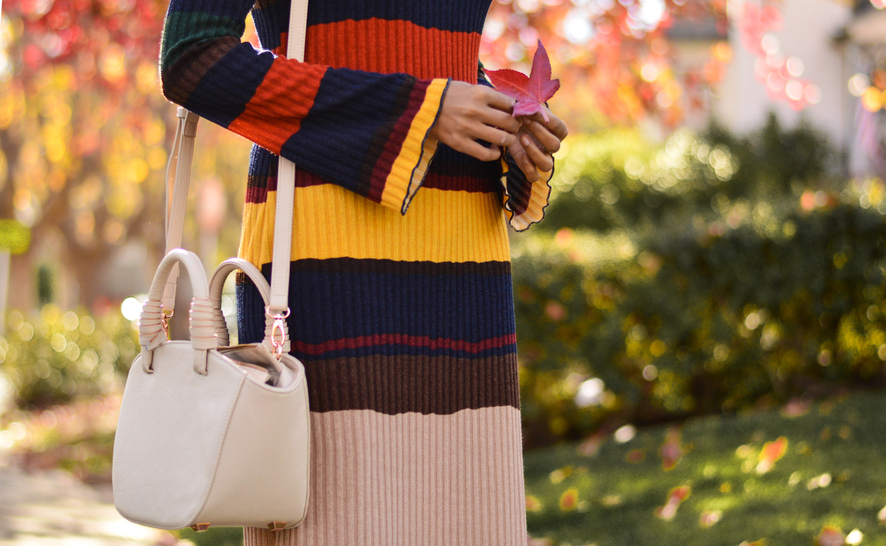 ribbed-stripes-knit-midi-dress-blogger-outfit 4