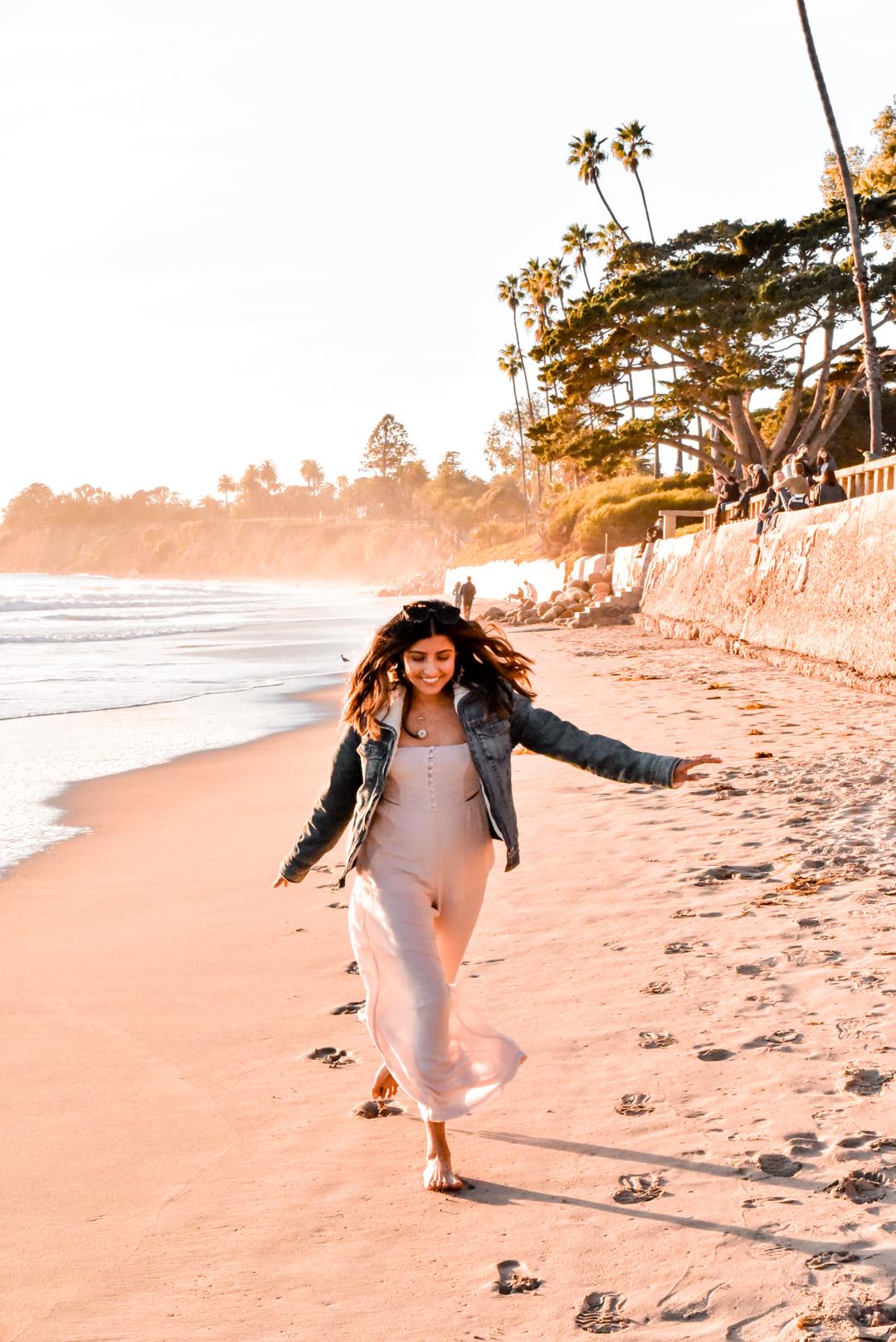 butterfly-beach-sunset-blogger-travel
