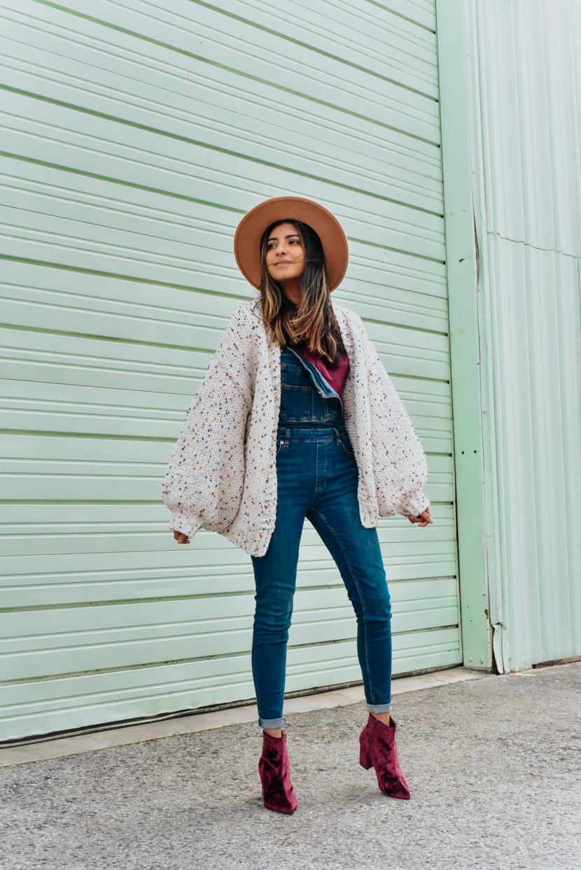 statement-sleeves-cardigan-overalls-blogger 1
