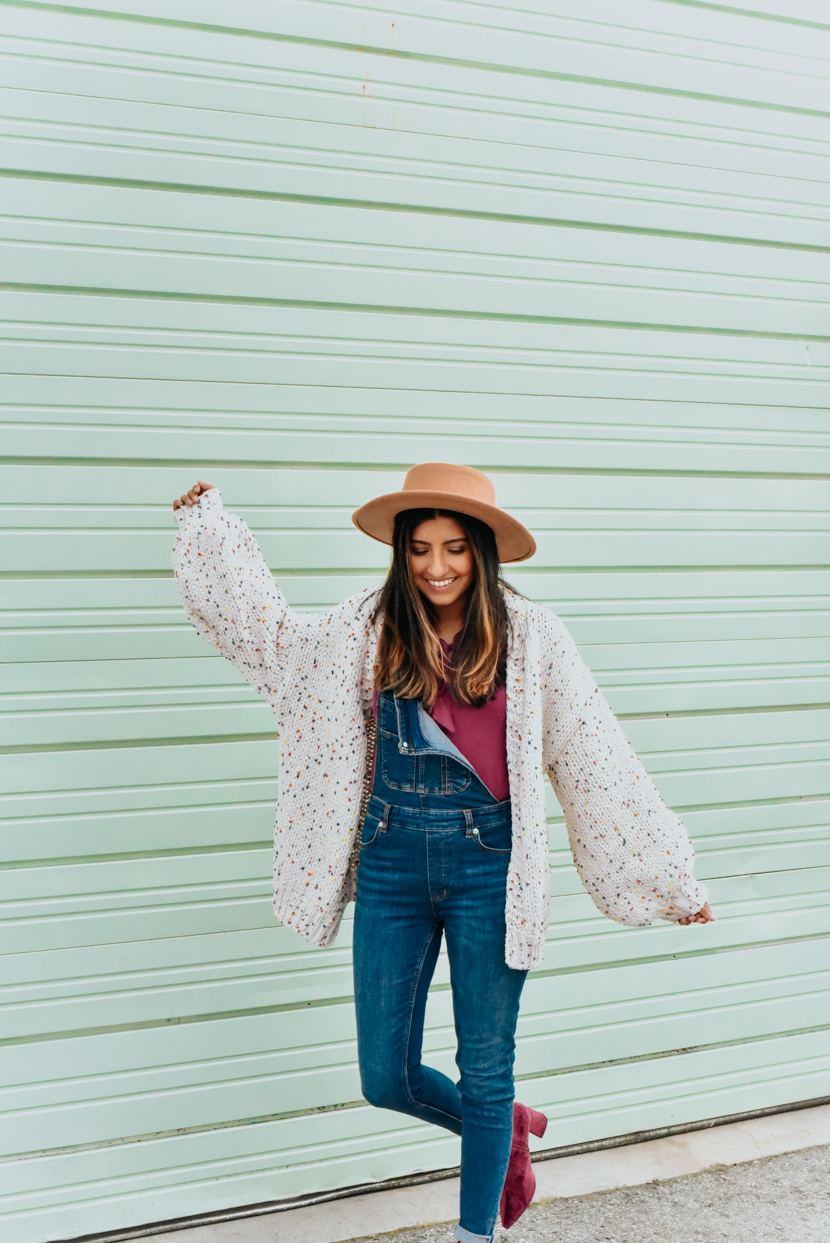 statement-sleeves-cardigan-overalls-blogger 2