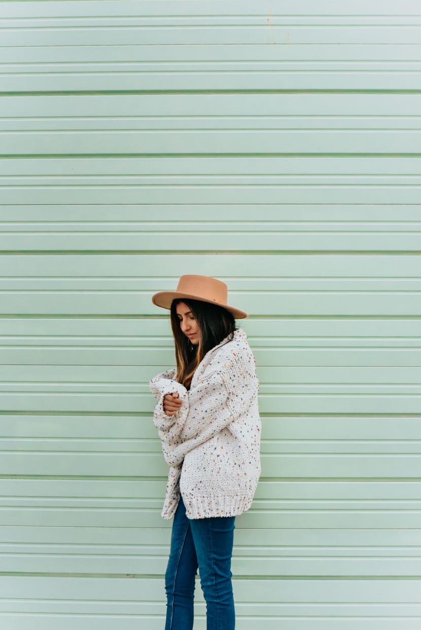 statement-sleeves-cardigan-overalls-blogger 5