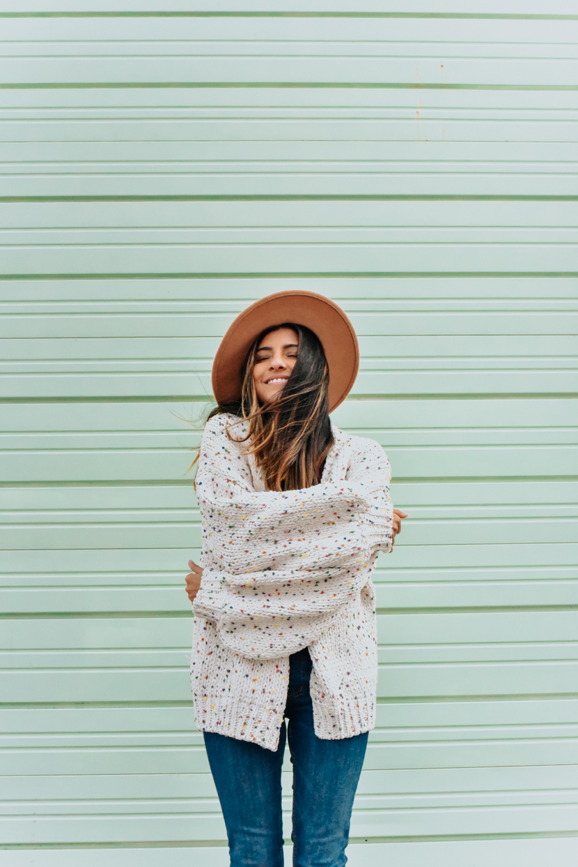 spring-style-sweater-overalls-blogger 7