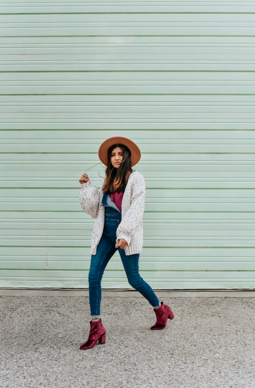 statement-sleeves-cardigan-overalls-blogger 8