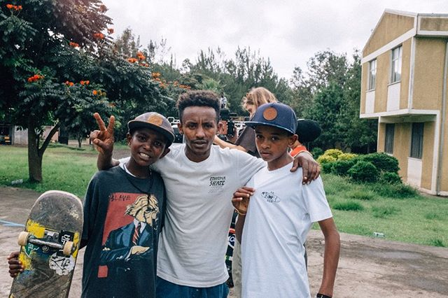First stop: Shashemane — we stopped a local youth center for a lunchtime session before the rain sent us on our way south. Give thanks @maltonkeb for hosting us, Shashemane on our mind 🙏🏾 #eshibekaskate #ethiopia 📷: @yoni_skate