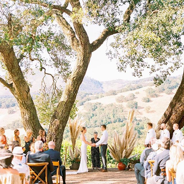 one of our all-time favorite venues, @kundewinery, showing off at k+c's ceremony this past summer. and captured so beautifully by @thepoffs ✨ this was definitely a special wedding to plan because we got to try so many new things... nothing better than clients who are willing to take a leap of faith with you!  flowers @kaywolffdesign