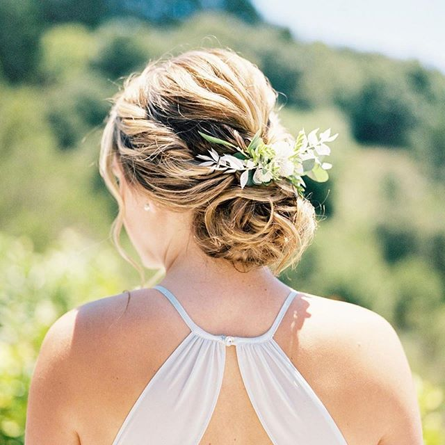 these happy little floral notes incorporated into each of the bridesmaid's hair was such a sweet touch 🌿 photo @adrianaklas hair + make up @urbanbeautyloft.fiona ⁠⠀ .⁠⠀ .⁠⠀ .⁠⠀ .⁠⠀ .⁠⠀ .⁠⠀ #adrianaklasphotography #sanfranciscoweddingphotographer #napawedding #napaweddingphotographer #livermoreweddingphotographer #bayareaphotographer #eastbayweddingphotographer #californiawedding #stylishbride #luxurywedding #weddinginspiration #filmphotographer #bayareaweddingphotographer  #californiawedding #californiaweddingphotographer #sanfranciscowedding #theknot #weddinghair #hairgoals #bridesmaidstyle #bridalstyle #californiabride #weddinghair #photovisionprints #sfmakeupartist