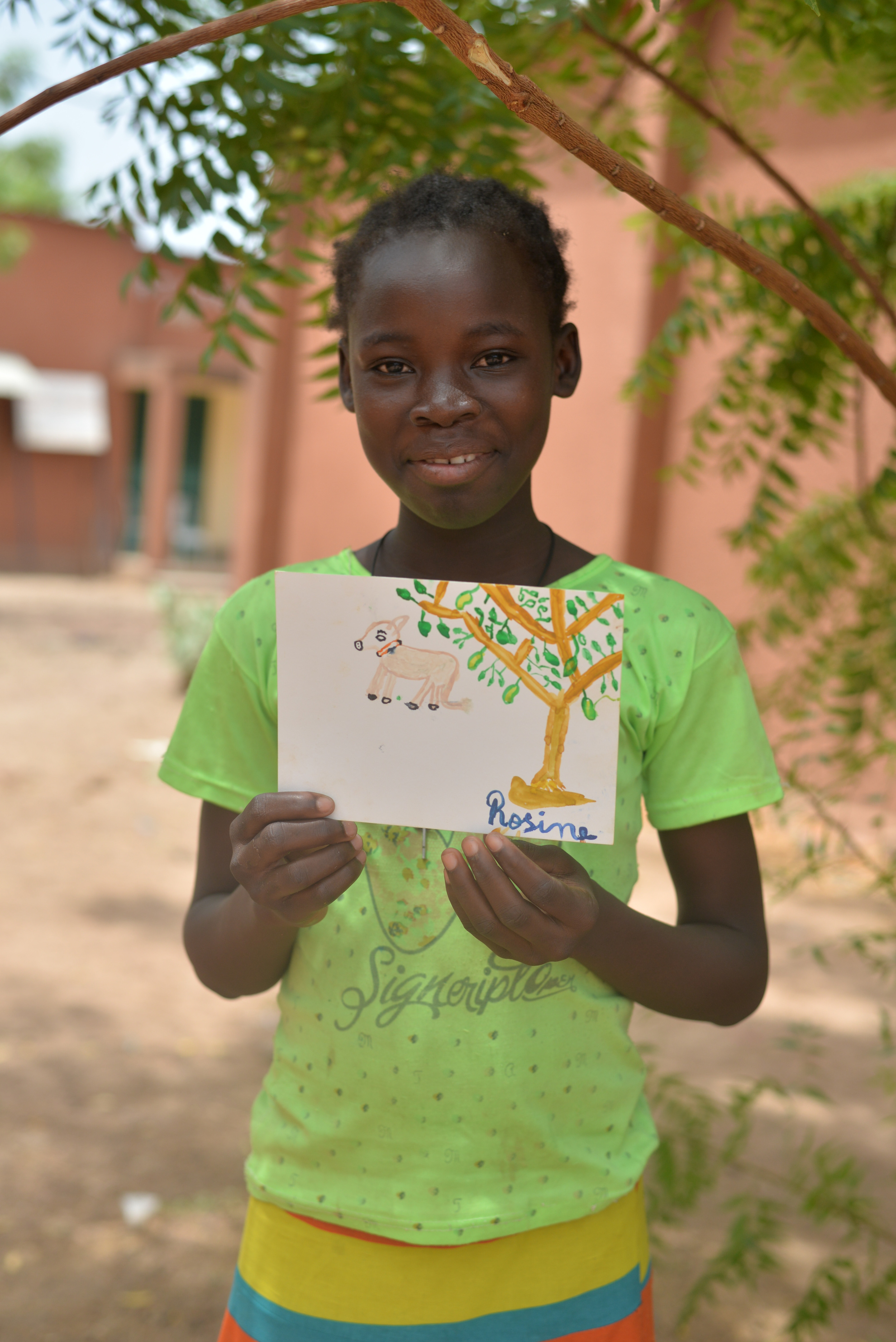 Rosine with her painting. That's Khufu and the tree we are sitting under. Eventually the painting included me and my house. Flattered!