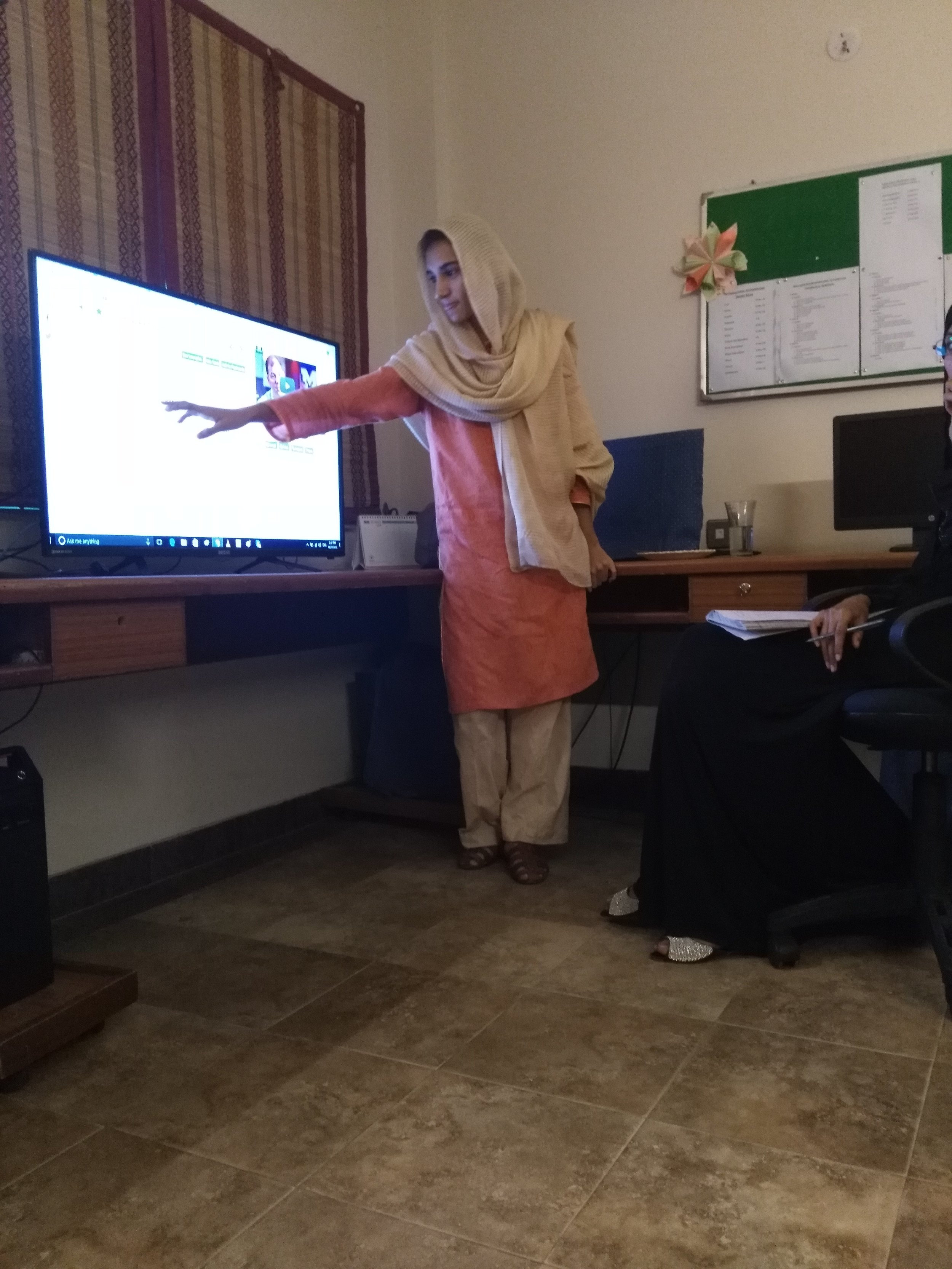 Nida Amin who explaining the lesson to her classmates