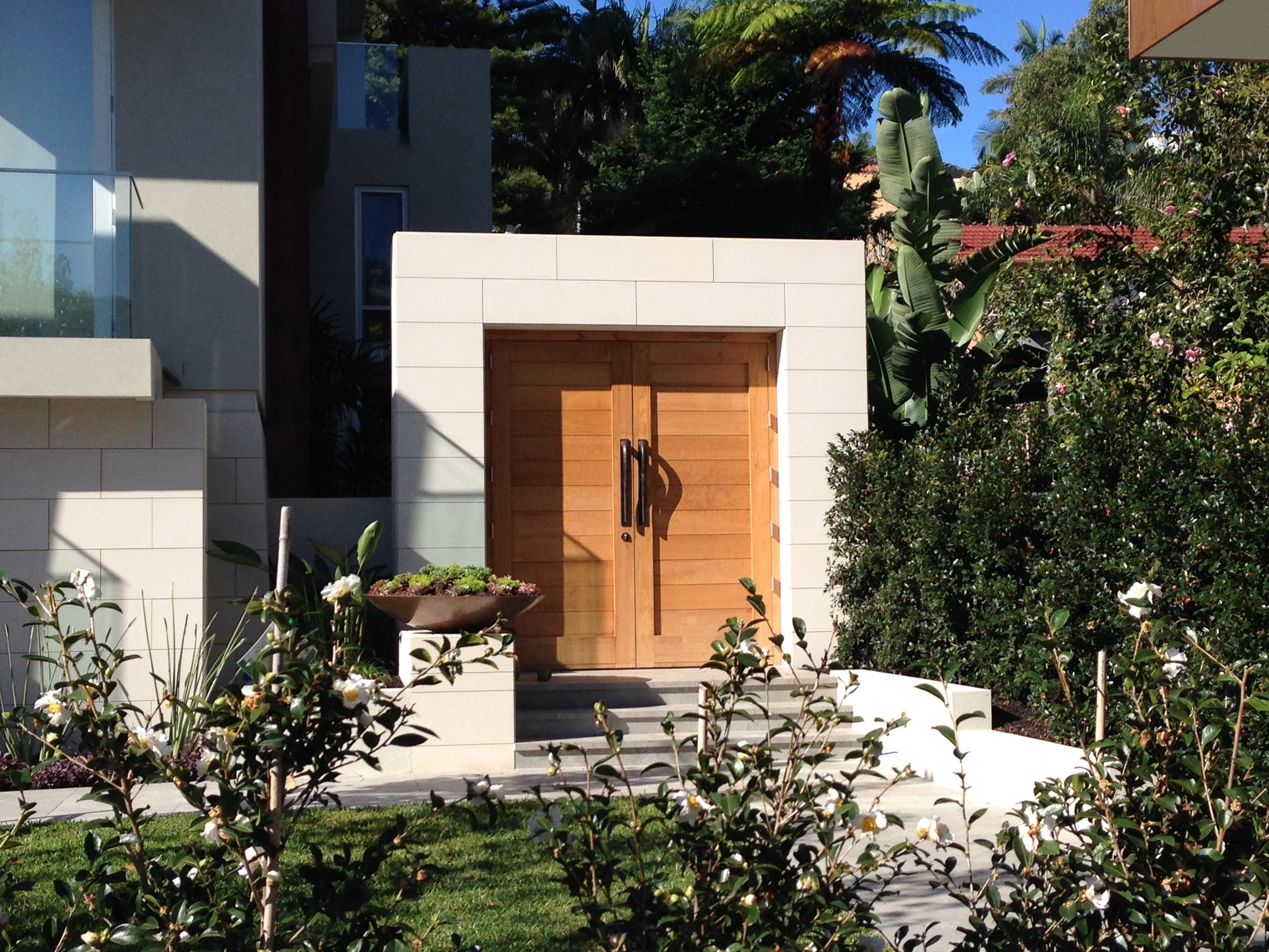 Elite stonemason - vaucluse project- pure white sawn cladding entrance  (5).JPG