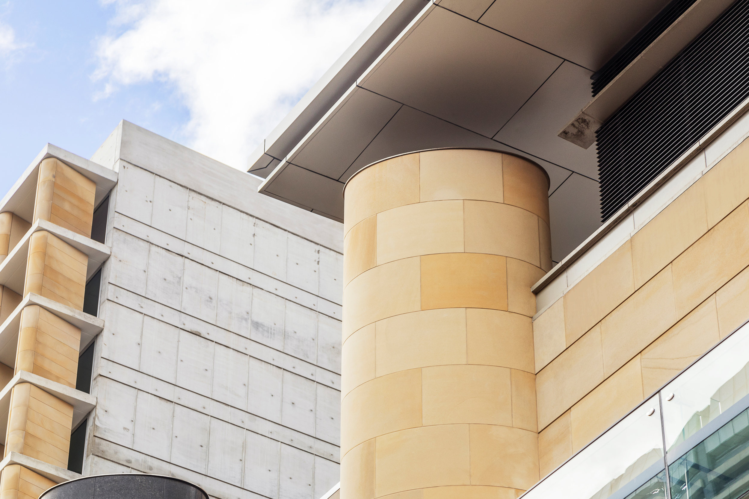 Hilton Sydney- Piles creek Cream sawn Curved cladding 1 (4).jpg