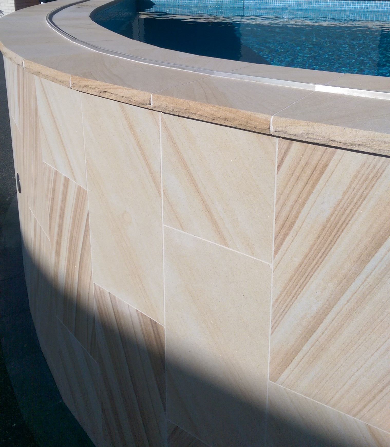 Light brown_sawn cladding_rockface capping.jpg