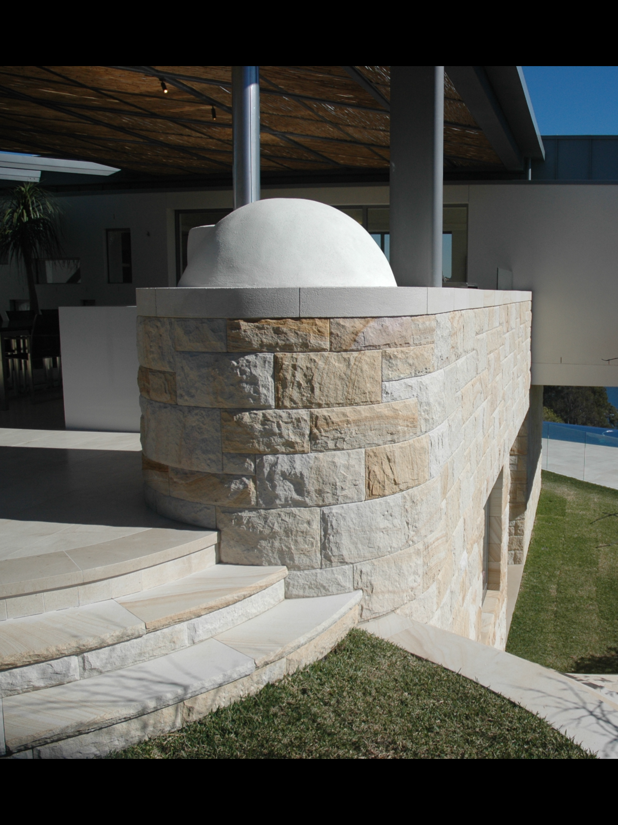 white-very light brown select - random rockfaced cladding with curved detail.PNG
