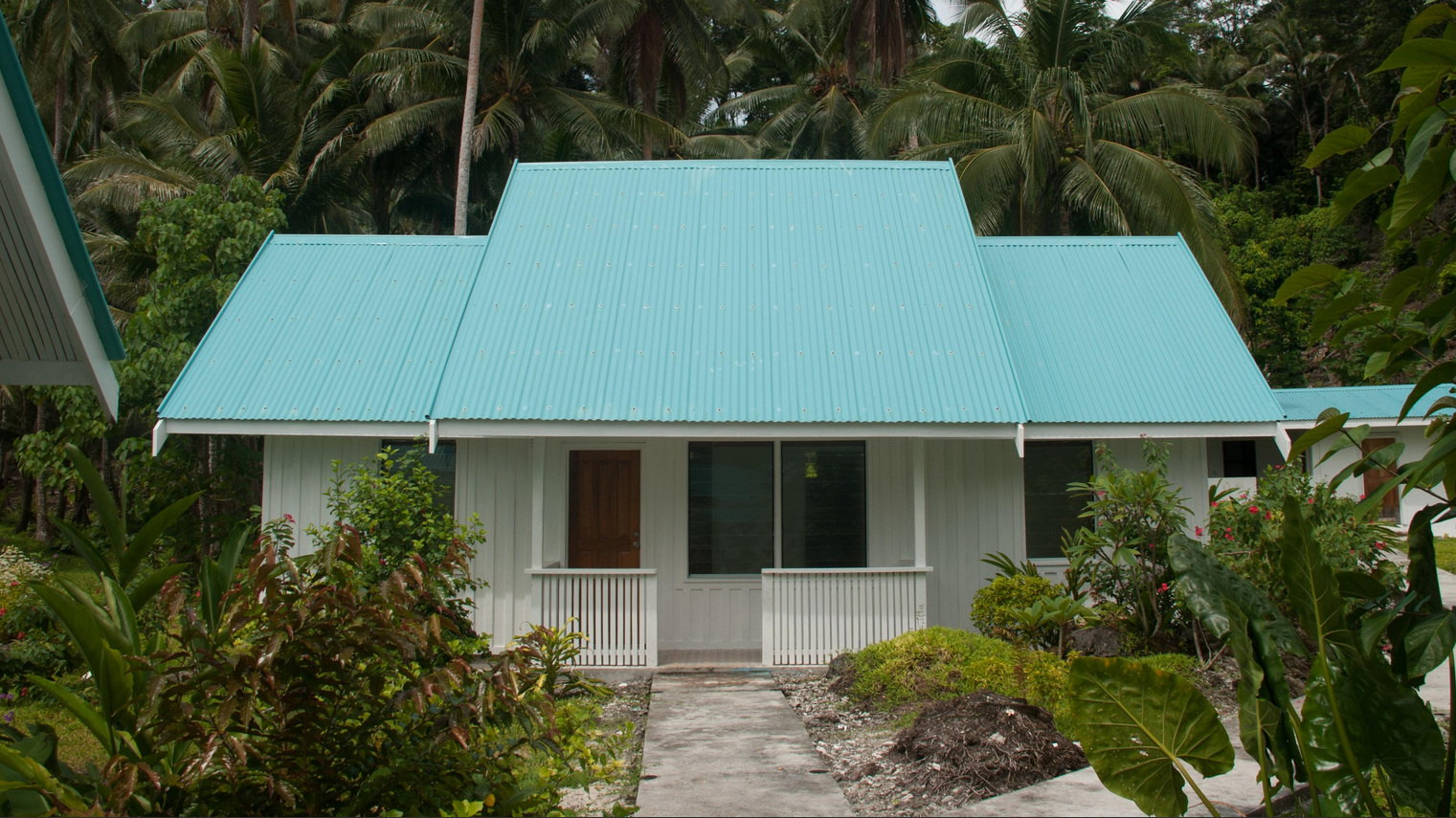 Family Bungalow - 2 bedrooms with adjoining bathroom and seperate sitting area. Bedrooms have 1 double bed in each room (3 available).