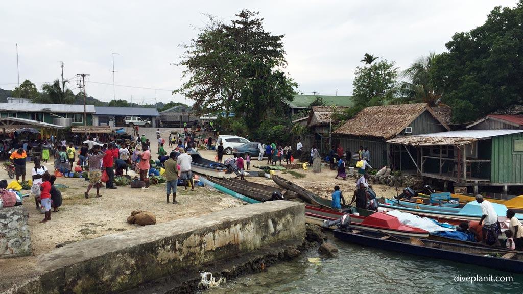 3708-Villagers-arrive-at-Markets-Munda-diving-Solomon-Islands-DPI-3708.jpg