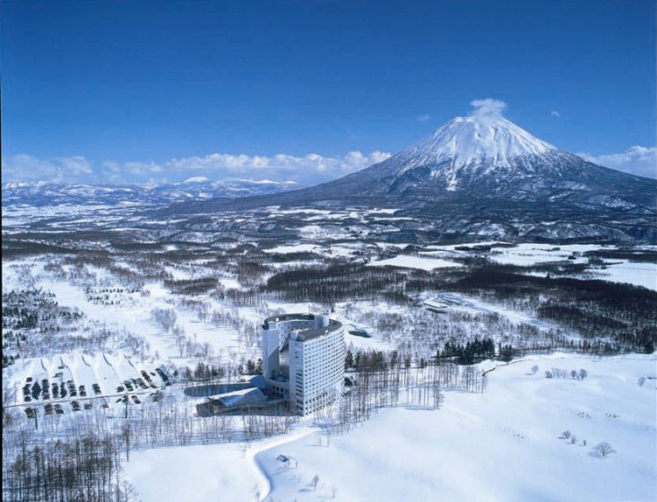 SKI JAPAN 2020 EARLY BIRDS SPECIAL - All Niseko Packages Include: 6 Day ski lift pass per person and return transfers from Chitose Airport.*****Conditions Apply*****