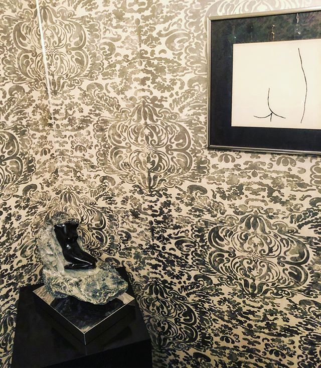 #ingoodFORM: it's a #chic and #cheeky #Pesach in our 97-year-old Nan's powder Room.  #chagsameach #Picasso