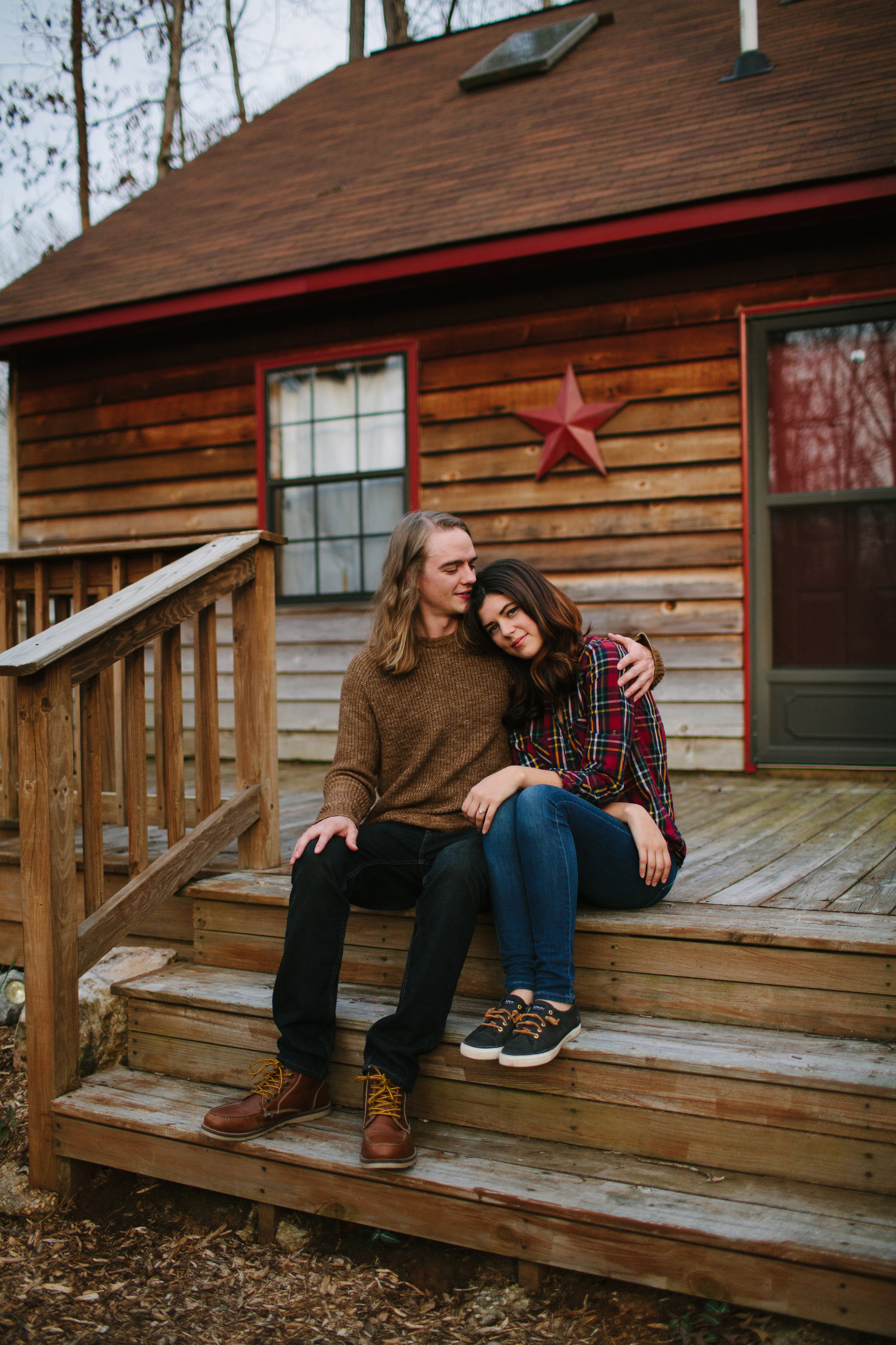 cozy-charlottesville-virginia-engagement-photos