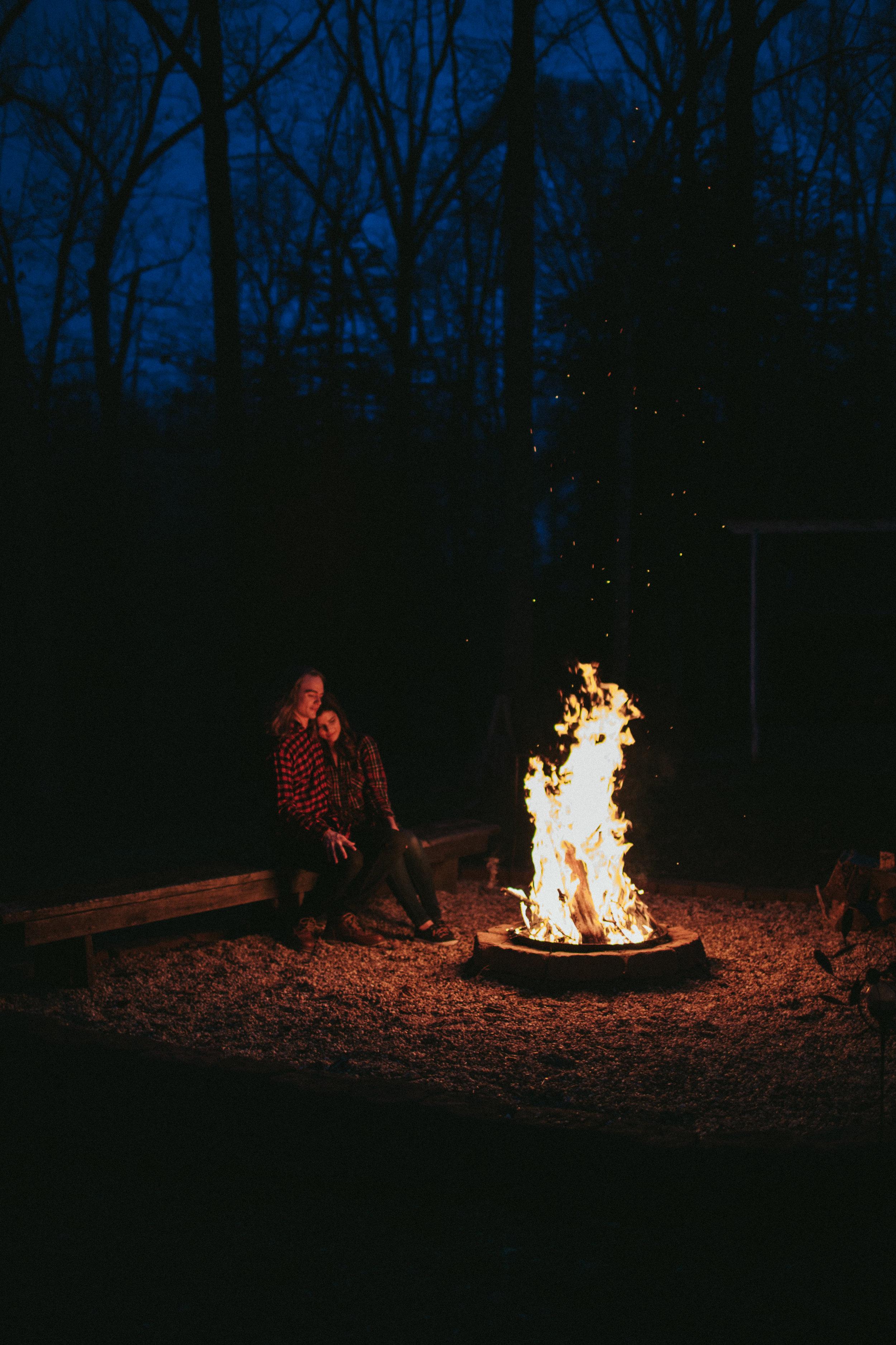 campfire-engagement-photos-fredericksburg-virginia-wedding-photographer