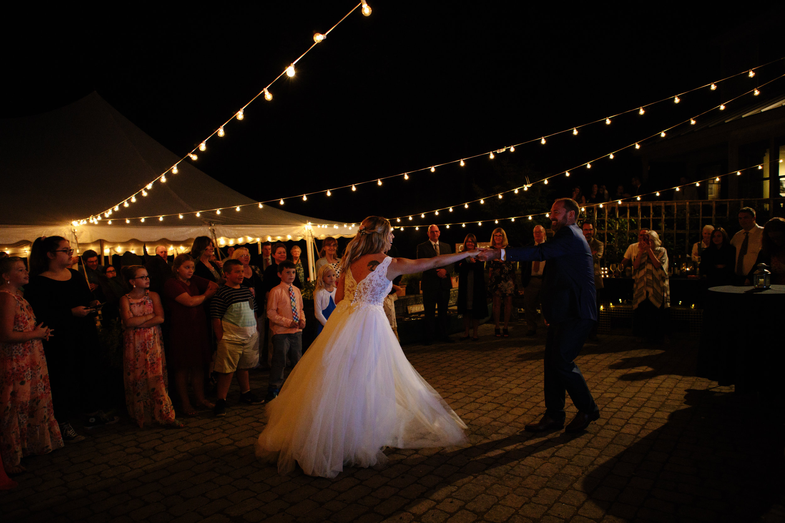 coveside-bed-and-breakfast-first-dance-wedding
